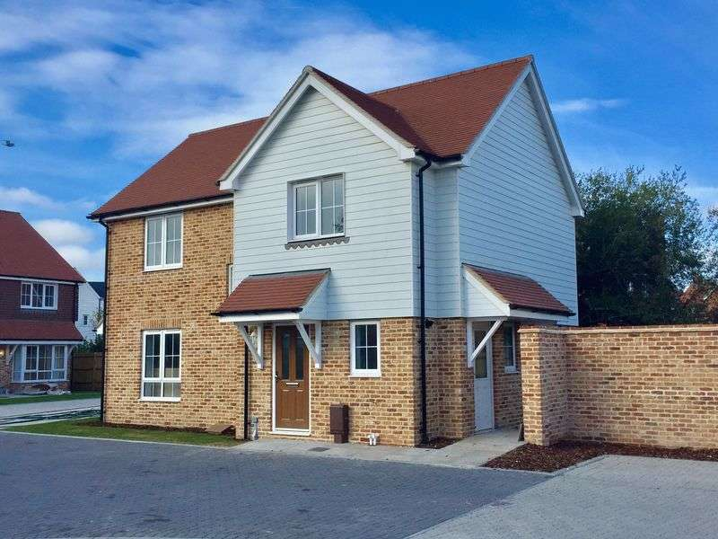 3 Bedrooms Detached House for sale in Bucksham Place, Bucksham Avenue, North Bersted, PO21