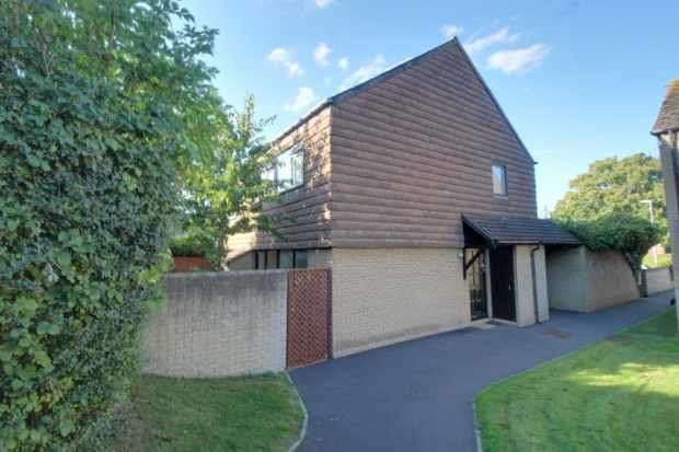 2 Bedrooms Flat for sale in Colne Green, Bristol, Avon, BS31 1UH