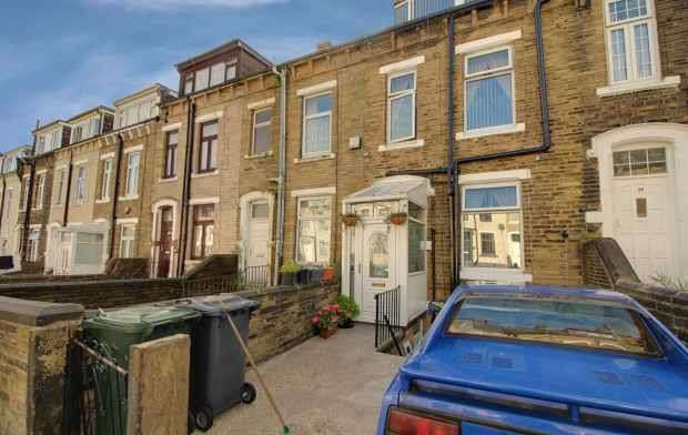 3 Bedrooms Terraced House for sale in Springcliffe Street, Bradford, West Yorkshire, BD8 8QT