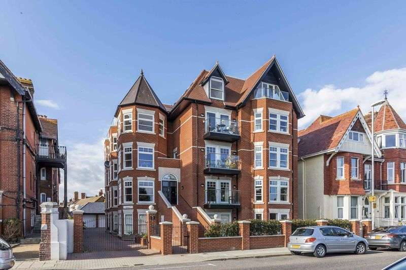 2 Bedrooms Flat for sale in St Helens Parade, Southsea