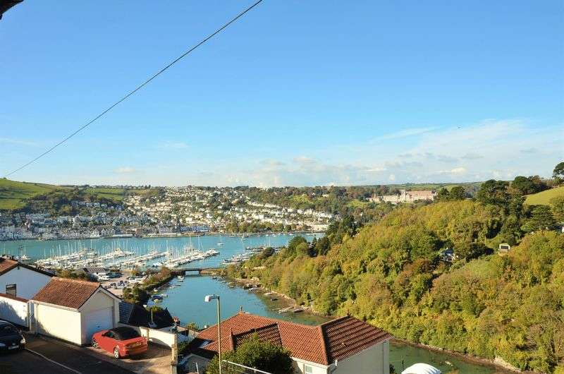 3 Bedrooms Terraced House for sale in HIGHER CONTOUR ROAD, KINGSWEAR.