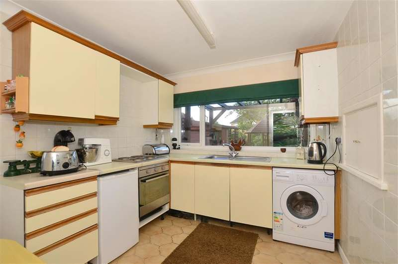 2 Bedrooms Semi Detached Bungalow for sale in Kimberley Grove, Seasalter, Whitstable, Kent