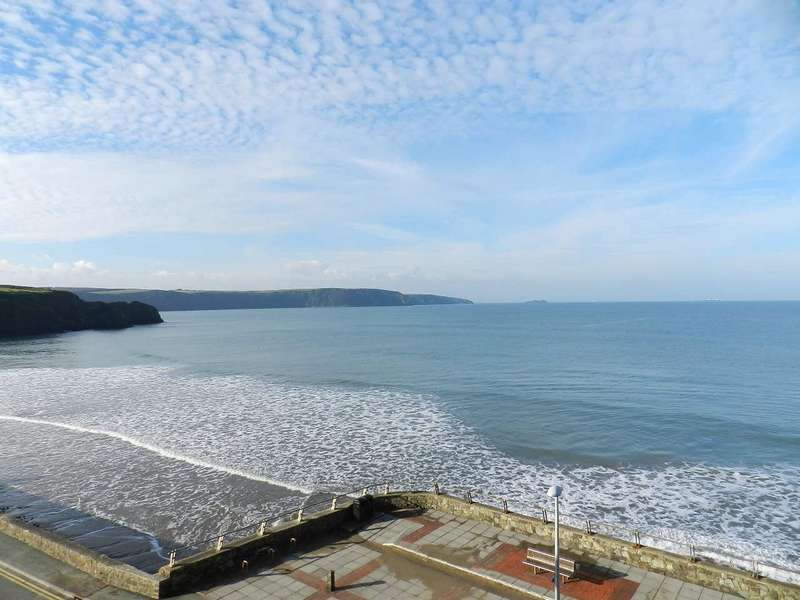 2 Bedrooms Flat for sale in Apartment 24, St. Brides Bay View, Enfield Road, Broad Haven