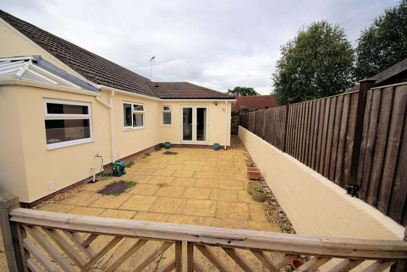 3 Bedrooms Detached Bungalow for sale in The Land, Coalpit Heath, Bristol BS36 2LJ