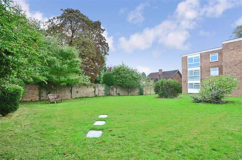 2 Bedrooms Flat for sale in Conway Drive, Sutton, Surrey