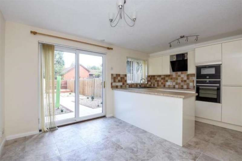 3 Bedrooms Property for sale in Cadgwith Place, Port Solent, Portsmouth, PO6
