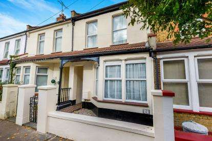 3 Bedrooms Terraced House for sale in Southend, Essex