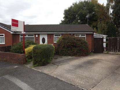 2 Bedrooms Bungalow for sale in The Parklands, Stockport, Greater Manchester