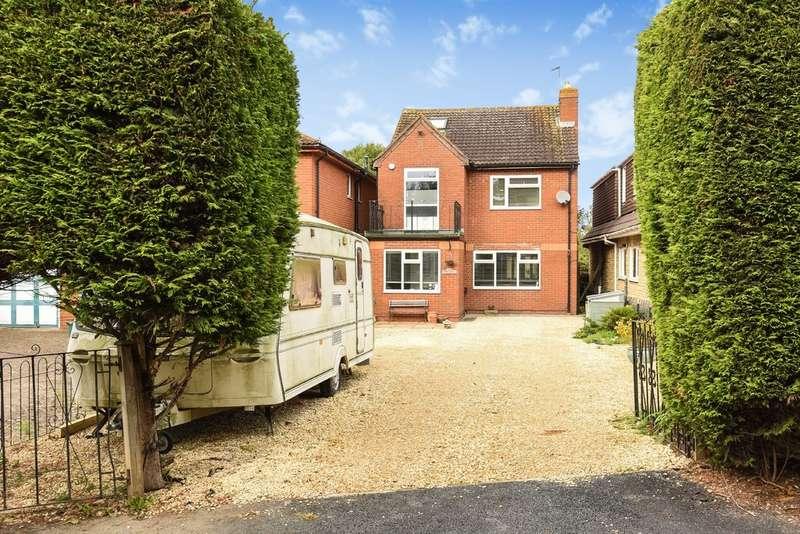 4 Bedrooms Detached House for sale in Swindon Village