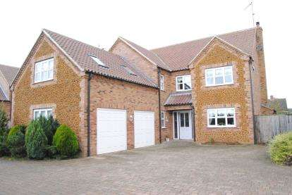 5 Bedrooms Detached House for sale in Lynn Road, East Winch, Kings Lynn