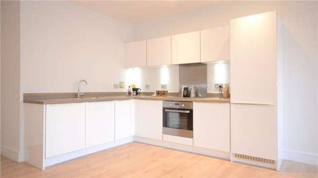2 Bedrooms Apartment Flat for sale in High Street, Bracknell, Berkshire