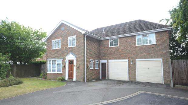 5 Bedrooms Detached House for sale in Addiscombe Chase, Tilehurst, Reading