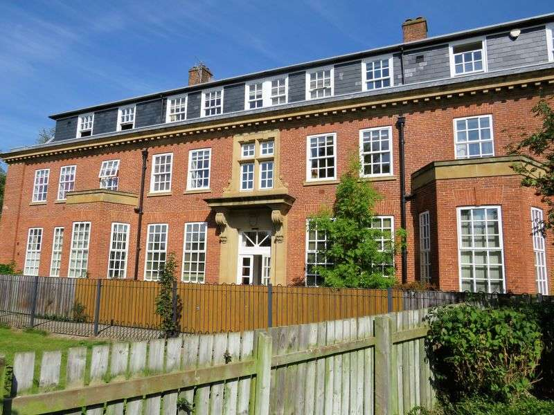 2 Bedrooms Flat for sale in Pinsent Court, York