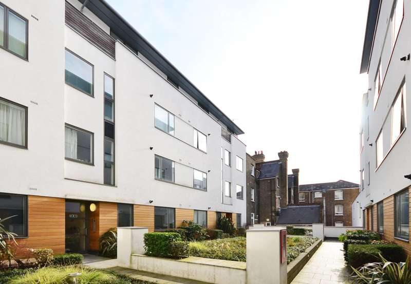 2 Bedrooms Flat for sale in Holloway Road, Islington, N7