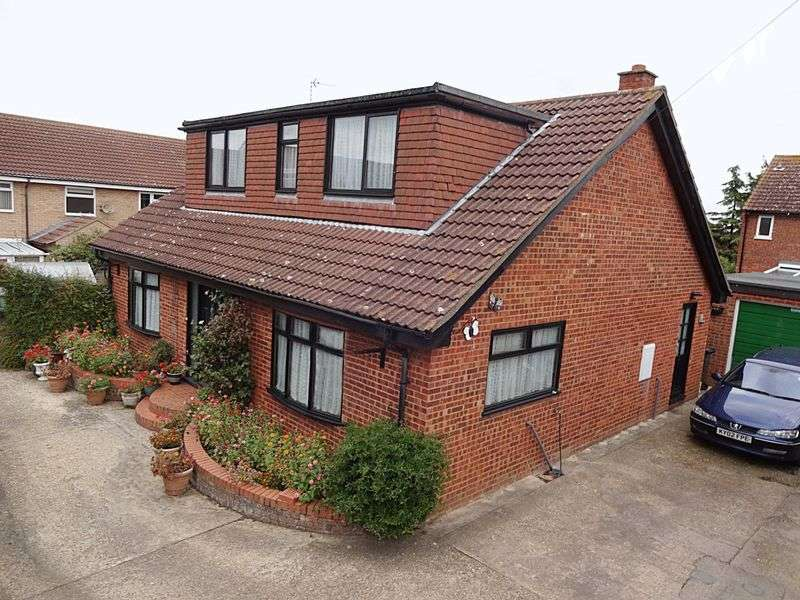 3 Bedrooms Detached House for sale in Albert Place, Houghton Conquest