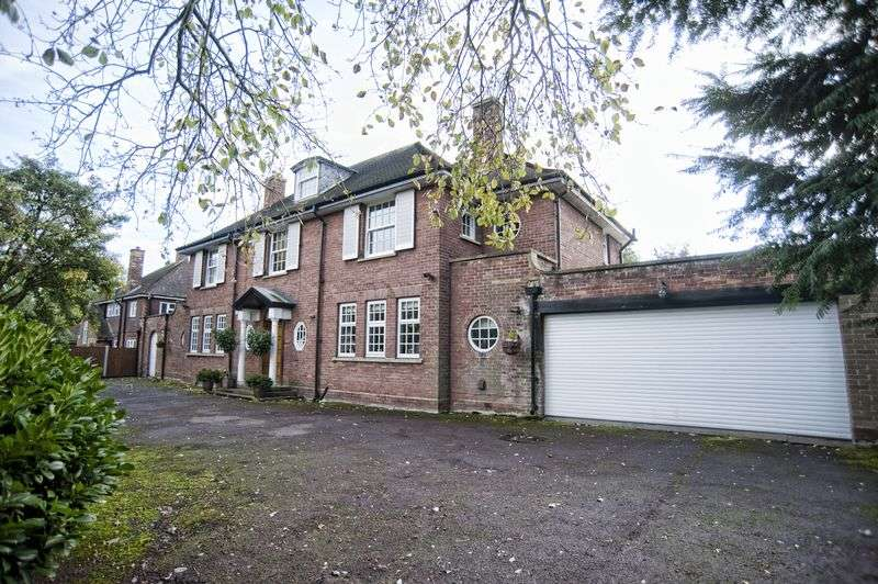 5 Bedrooms Detached House for sale in Vicarage Gardens, Scunthorpe DN15