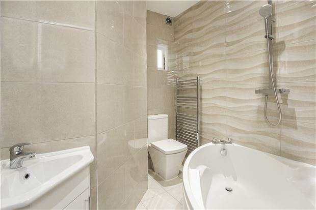 2 Bedrooms Maisonette Flat for sale in Roe Lane, KINGSBURY, NW9 9BD