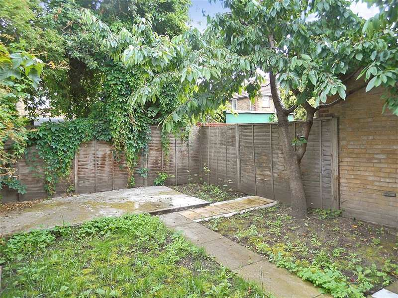 3 Bedrooms Terraced House for sale in Godbold Road, Stratford