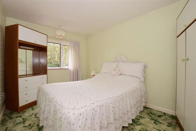 3 Bedrooms Terraced House for sale in Hall Road, Northfleet, Gravesend, Kent