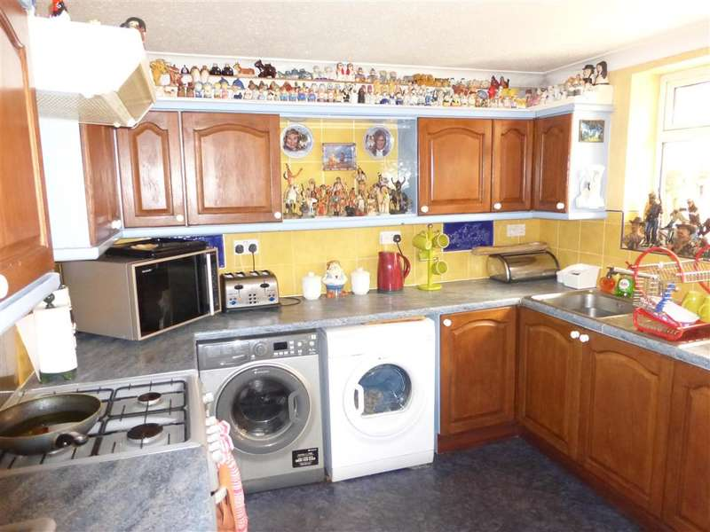 2 Bedrooms Detached Bungalow for sale in Leicester Gardens, Warden Bay, Sheerness, Kent