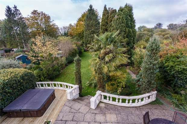 5 Bedrooms Detached House for sale in Coningesby Drive, WATFORD, Hertfordshire