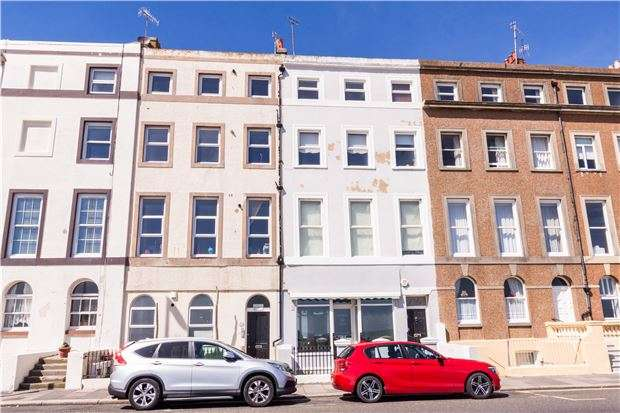 3 Bedrooms Flat for sale in Marina, ST LEONARDS-ON-SEA, East Sussex, TN38 0DP