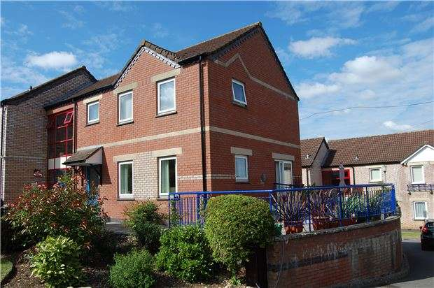 3 Bedrooms End Of Terrace House for sale in Fairacres Close, Keynsham, BRISTOL, BS31 1TT