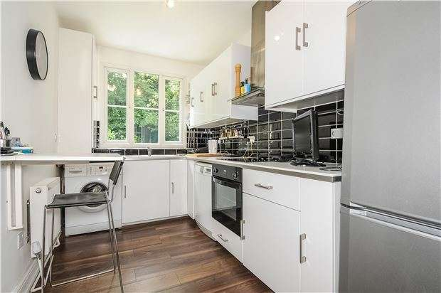 3 Bedrooms Flat for sale in Palace Road, LONDON, SW2