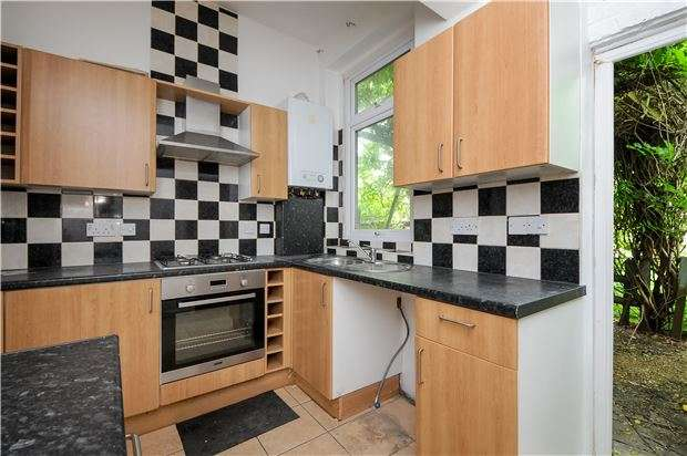 3 Bedrooms Flat for sale in Conyers Road, LONDON, SW16 6LS