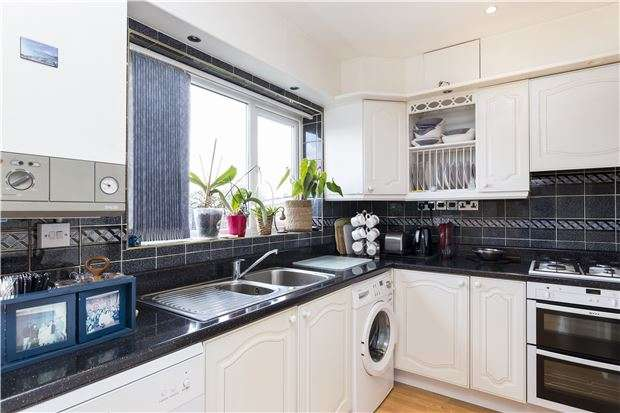 4 Bedrooms Terraced House for sale in Churston Drive, MORDEN, Surrey, SM4 4JD