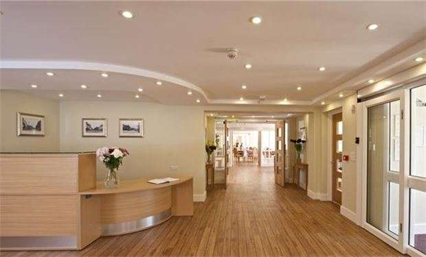 2 Bedrooms Flat for sale in Liberty House, Kingston Road, London, SW20 8DA