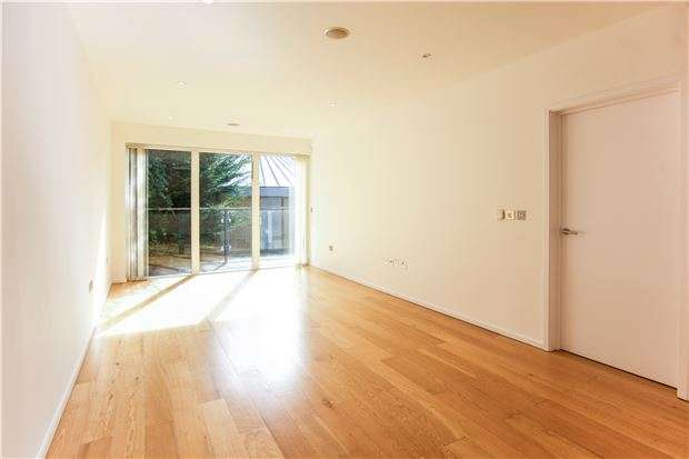1 Bedroom Flat for sale in Heathfield Road, Wandsworth, LONDON, SW18