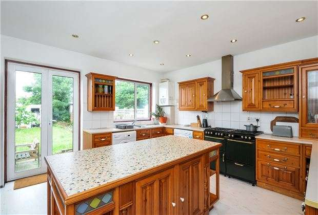 3 Bedrooms End Of Terrace House for sale in Tonstall Road, Mitcham, Surrey, CR4