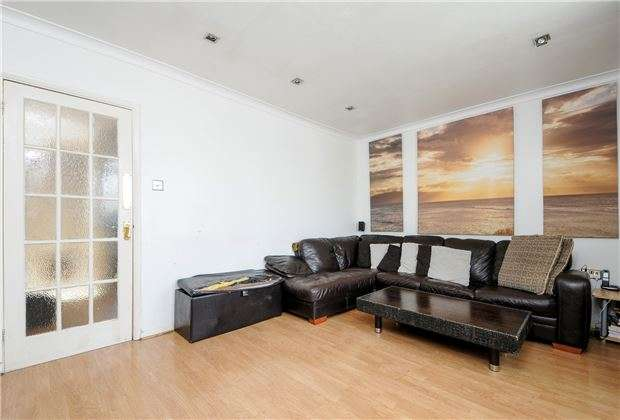 2 Bedrooms Flat for sale in Henley Court, Hilary Avenue, Mitcham, CR4
