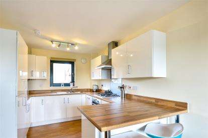 2 Bedrooms Flat for sale in Countess Way, Broughton, Milton Keynes, Buckinghamshire