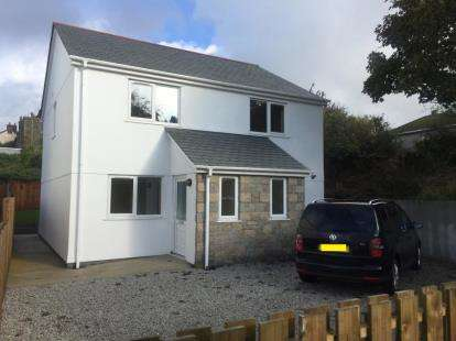 4 Bedrooms Detached House for sale in Monument Road, Helston, Cornwall