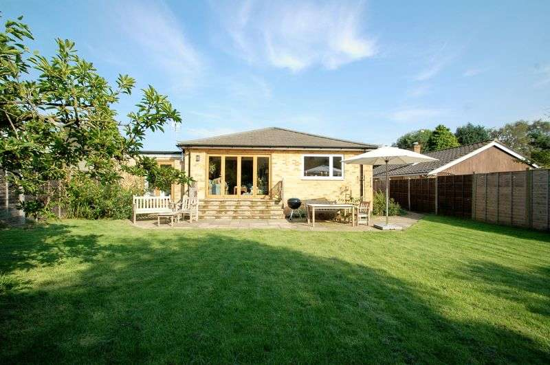 4 Bedrooms Detached Bungalow for sale in Heatherfield, BURITON, Hampshire