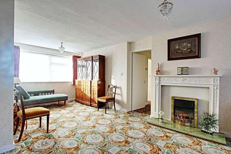 3 Bedrooms Flat for sale in St. Marys Mount, Cottingham