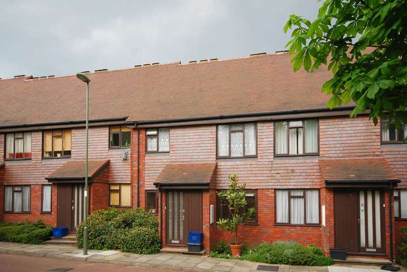 2 Bedrooms Flat for sale in Copwood Close, North Finchley, N12