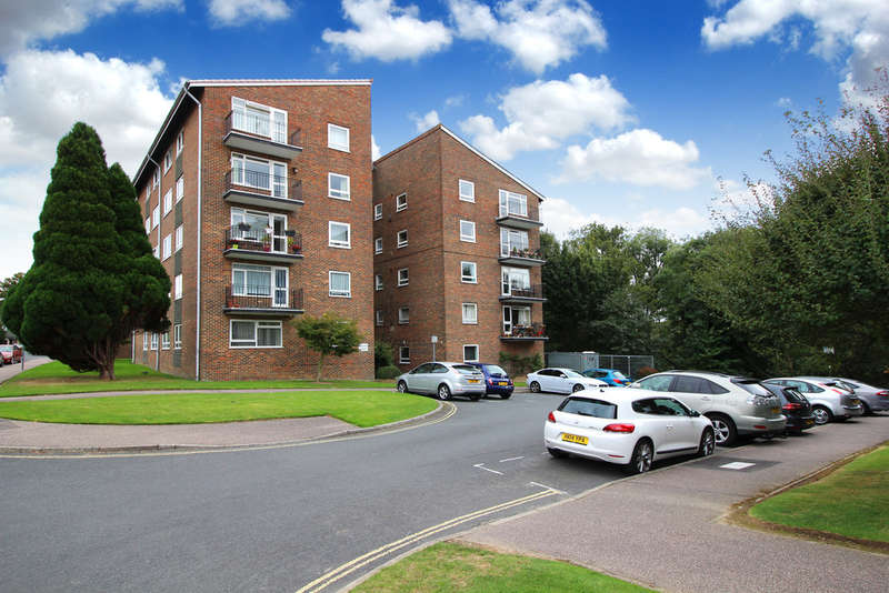 2 Bedrooms Flat for sale in Bourns Court, Ayshe Court Drive