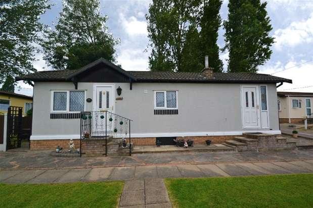 1 Bedroom Mobile Home for sale in Cummings Hall Lane, Noak Hill