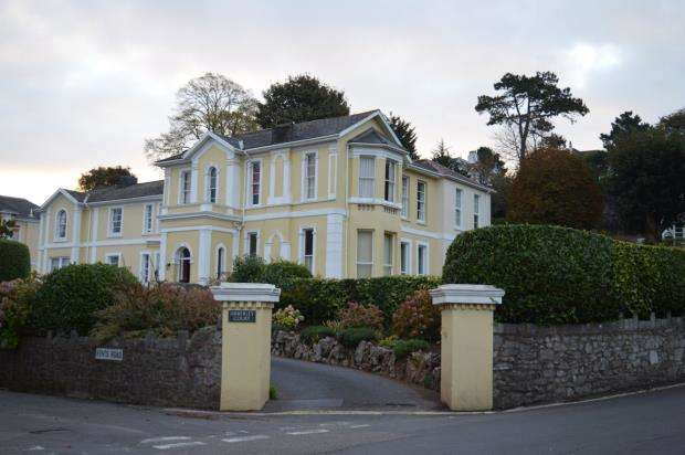 1 Bedroom Flat for sale in Amberley Court, Kents Road, Wellswood, Torquay Devon