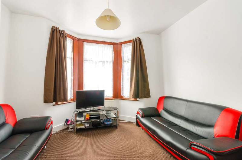 2 Bedrooms Flat for sale in Halley Road, Manor Park, E12