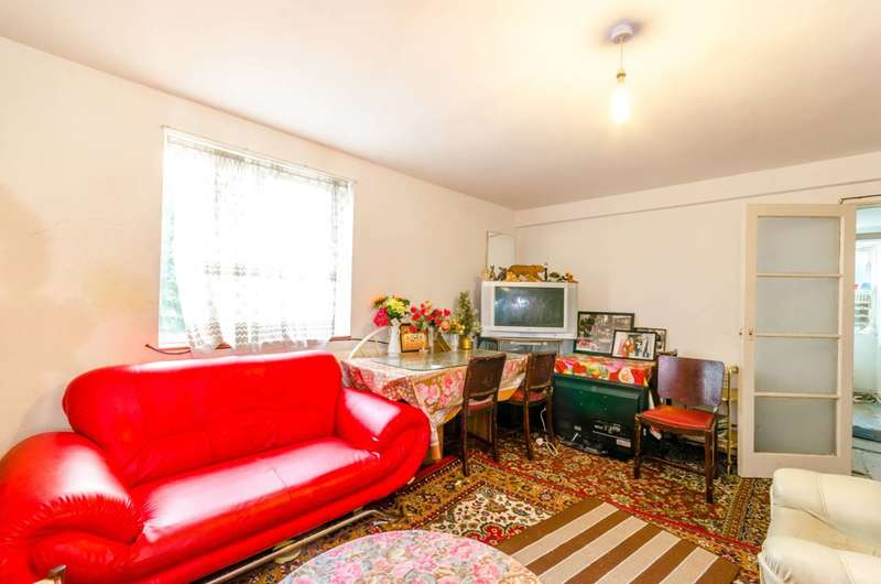 3 Bedrooms Flat for sale in Barking Road, Plaistow, E13