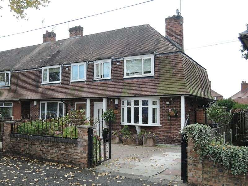 3 Bedrooms Semi Detached House for sale in Altrincham Road, Manchester