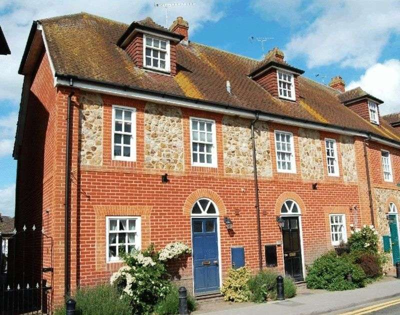 3 Bedrooms Mews House for sale in Lion Mews Newbury Street Lambourn