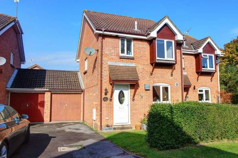 3 Bedrooms Semi Detached House for sale in Itchin Close, West Totton