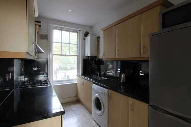 3 Bedrooms Flat for sale in Streatham High Road, Streatham, Greater London, SW16 3QF