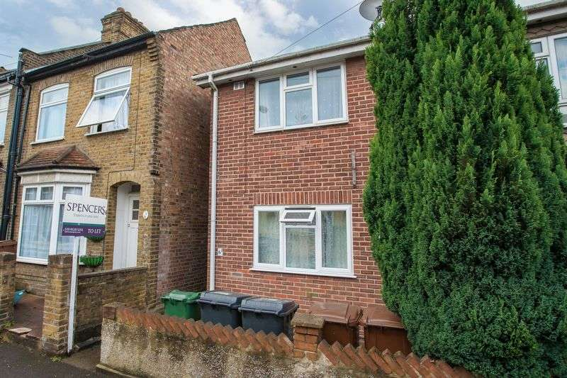 2 Bedrooms Flat for sale in Worcester Road, Walthamstow, E17