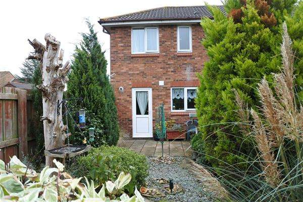 2 Bedrooms End Of Terrace House for sale in Primrose Close, Gillingham